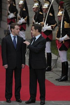 Николя Саркози ростом 163 см,Дмитрий Медведев тоже ростом 163 см, невысокие знаменитости мужчины