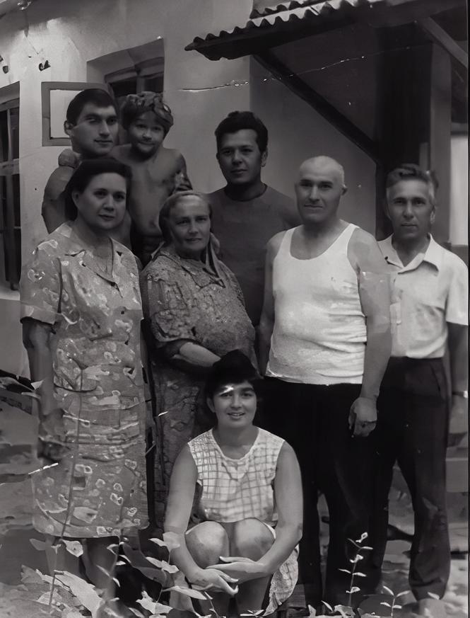 Рустам Фагимович Ахметов и его семья